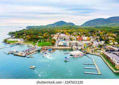 Vista aérea de Bar Harbor, Maine. Bar Harbor es una ciudad en Mount Desert Island en el condado de Hancock, Maine y un popular destino turístico.