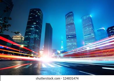 Zona comercial y financiera de Shanghai Lujiazui del fondo nocturno de la ciudad moderna