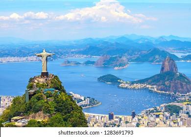 Luftaufnahme von Rio de Janeiro mit Christus-Erlöser und Corcovado-Berg. Brasilien. Lateinamerika, horizontal