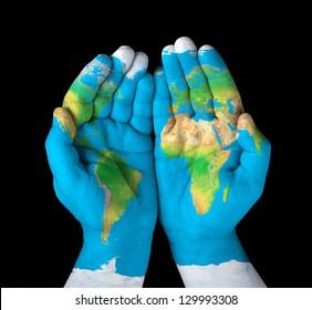 Mapa pintado en las manos. Concepto de tener el mundo en nuestras manos