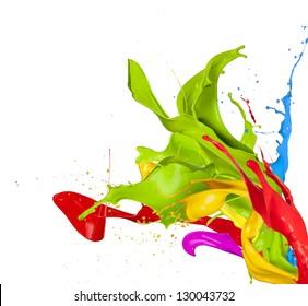 Salpicaduras de colores en forma abstracta, aislado sobre fondo blanco.