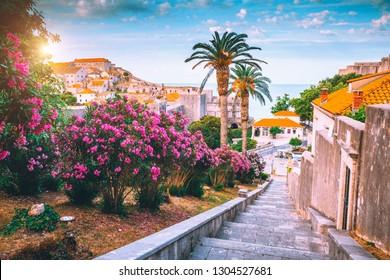 晴れた日の有名なヨーロッパの都市ドゥブロヴニクの素晴らしい景色。場所クロアチア、南ダルマチア、ヨーロッパ。地中海のリゾート、ユネスコの世界遺産。地球の美しさを発見してください。
