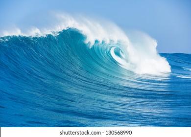 Ola del océano azul