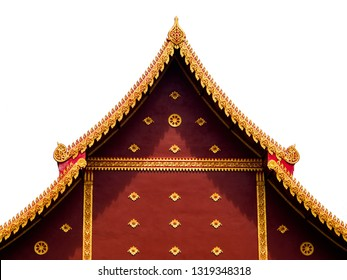 Gable top op Thailand tempel dak of gelijkbenige houten kerk versieren met gouden kleur in Thailand tempel, geïsoleerd op witte achtergrond