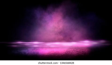 Asfalto mojado, reflejo de luces de neón, un reflector, humo. Luz abstracta en una calle oscura y vacía con humo, smog. Escena de fondo oscuro de calle vacía, vista nocturna, ciudad nocturna.