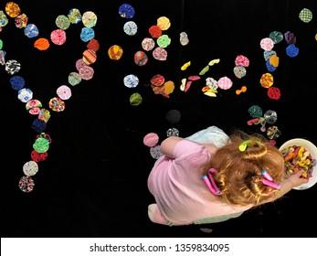 Glücklicher Muttertag geschrieben mit Stoff yo-yo. Frauentag.