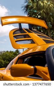 Lotus Sportwagen Heckkoffer und Spoiler