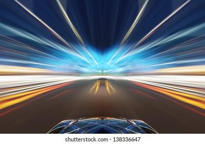 Nachtverkehr, schießen aus dem Fenster des Rush-Autos, Bewegungsunschärfe Steet Licht.