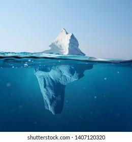 Hermoso iceberg en el océano con vistas bajo el agua. Concepto de calentamiento global. Derretimiento del glaciar