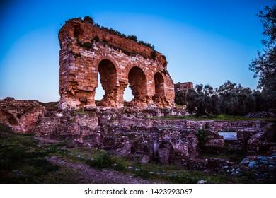 Tres ojos de la antigua ciudad de Tralleis