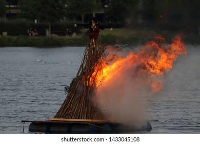 湖の火で魔女を燃やす。聖ヨハネの前夜の火