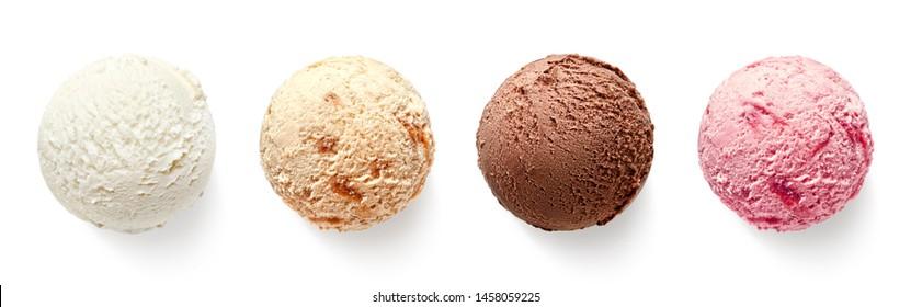 Đặt bốn quả bóng hoặc muỗng kem khác nhau bị cô lập trên nền trắng. Nhìn từ trên xuống. Hương vani, dâu, sô cô la và caramel