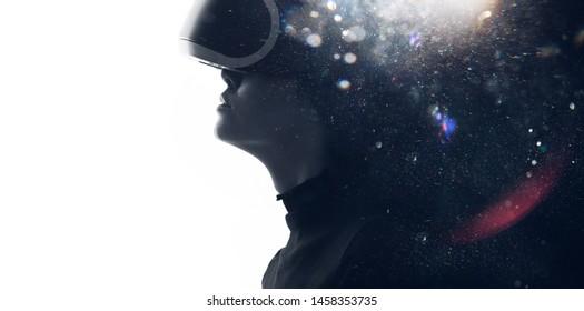 女性の顔の二重露光。抽象的な黒と白の女性の肖像画。デジタルアート。仮想現実のメガネの女の子。拡張現実、夢、将来の技術、ゲームのコンセプト。VR。