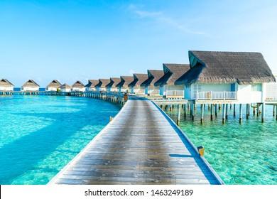 Wunderschönes tropisches Malediven Resort Hotel und Insel mit Strand und Meer - steigern Sie den Farbverarbeitungsstil