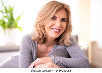 Porträt einer Frau mit der besten Wut