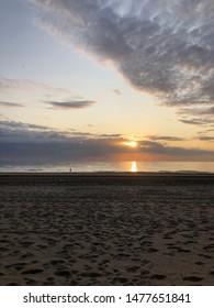 Die Abendstimmung am Strand von Zandvoort. Nordholland, Niederlande. Sommer 2019