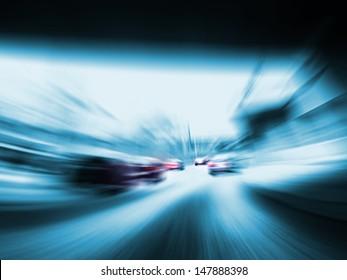制限速度のない高速道路の高速車