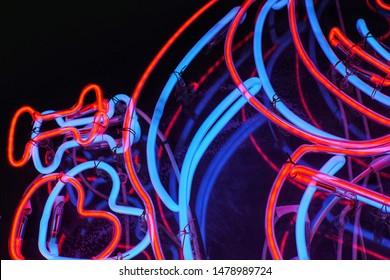 Bunter Neonhintergrund 3d aus verschiedenen Winkeln