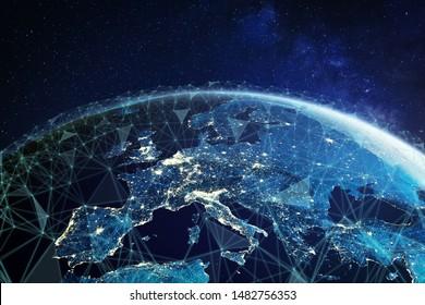 Telekommunikationsnetz über Europa aus dem Weltraum mit verbundenem System für europäisches mobiles 5g LTE-Web, globale WiFi-Verbindung, Internet of Things (IoT) -Technologie oder Blockchain-Fintech, 3d 8k