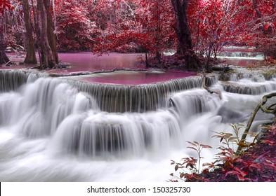 Dong Pee Sua Wasserfall, Huay Mae Khamin, Provinz Kanchanaburi, Thailand