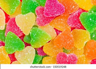 ハートの形の砂糖でカラフルなフルーツキャンデー