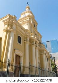 サンタアナ教区教会は、チリのサンティアゴにある新古典主義の建物です。1806年に建てられ、大地震の後、1933年に再建されました。チリのサンティアゴ。