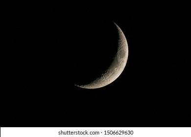 Cerrar imagen de luna creciente. Atlanta, Georgia. 19 de julio de 2019