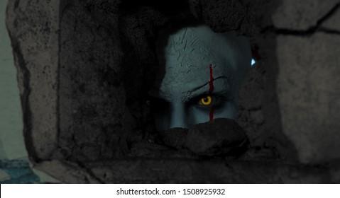 Un hombre con la imagen de un payaso se asoma a través de un agujero en la pared de un antiguo edificio abandonado.
