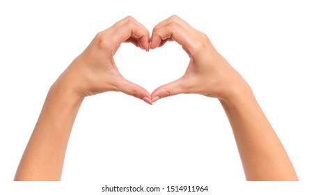 Weibliche Hände machen Zeichen Herz durch Finger, lokalisiert auf weißem Hintergrund. Schöne Hände der Frau mit Kopierraum. Liebeskonzept am Valentinstag.