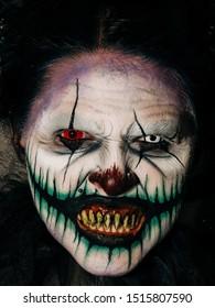 Hellga Scary Clown Primer plano de solo su rostro