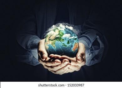 地球を救いましょう。生態学の概念。この画像の要素はNASAから提供されています