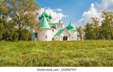 Kirche St. Sergius von Radonezh auf dem Roten Hügel des Kulikov-Feldes