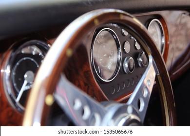 klassisches Retro Vintage Sportwagen Interieur