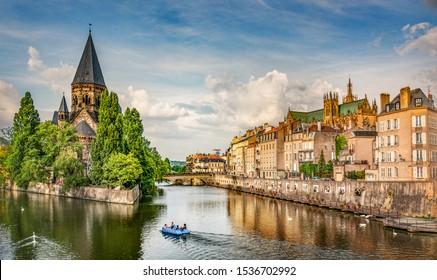 Metz, Lorena, vista de la ciudad de Petit Saulcy an Temple Neuf en verano