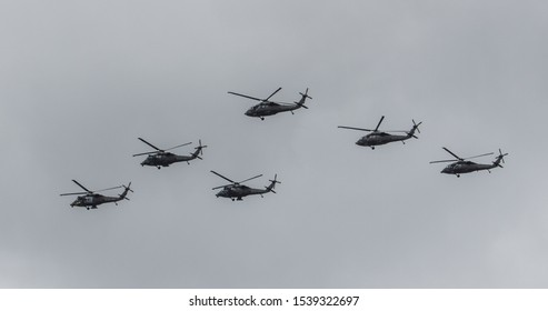 6 war helicopters flying in strategy formation