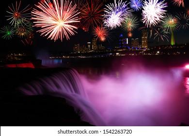 Niagara Falls und Feuerwerksfeier zeigen USA