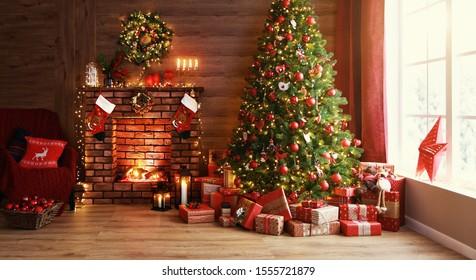 interieur kerst. magische gloeiende boom, open haard en geschenken