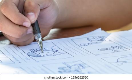手は、制作前のストーリーボードアニメーションコミックを描き、スタジオの映画カートンでクリエイティブなストーリーシーンのレイアウトをデザインします。プロダクション映画やビデオプレゼンテーションの前に仕事をすることの背後に