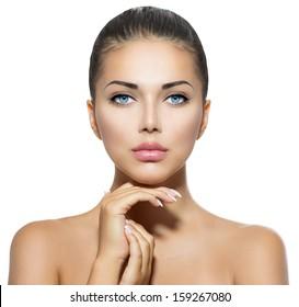 美しさの肖像画。彼女の顔に触れる美しいスパの女性。完璧なフレッシュスキン。ピュアビューティーモデルガール。若者とスキンケアのコンセプト