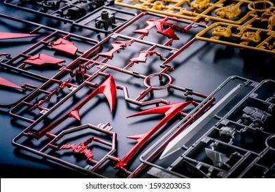 Gunpla-Plastikmodellbausätze zum Zusammenbau und Sprühen zum Zusammenbau zu einem Gundam-Modell