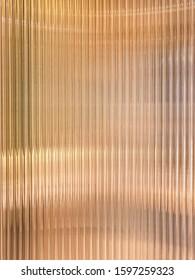 暖かい白色光の背景の効果で波ガラスの垂直線パターン。