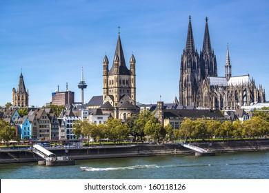 Colonia, Alemania vista aérea sobre el río Rin.