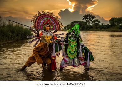 La danza Chhau, también deletreada como Chau o Chhaau, es una danza india semi clásica con tradiciones marciales, tribales y populares, con orígenes en el este de la India.