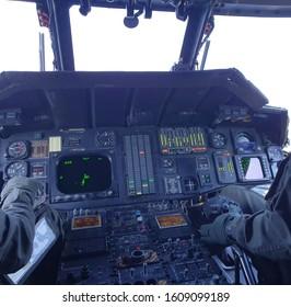 helicóptero de camino al campo de batalla.