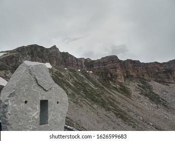 Vista de las montañas de Austria. Día nublado
