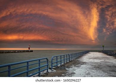ウィスコンシン州トゥーリバーズの港で、27度の寒い冬の朝。