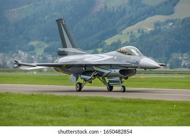 El General Dynamics F-16 Fighting Falcon es un avión de combate multiusos supersónico monomotor desarrollado originalmente por General Dynamics para la Fuerza Aérea de los Estados Unidos.