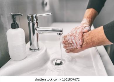 Lavarse las manos frotando con jabón para prevenir el virus de la corona, higiene para detener la propagación del coronavirus.