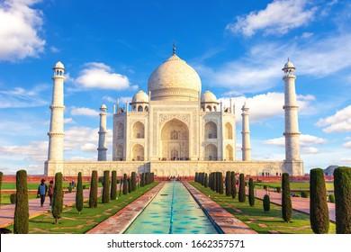Taj Mahal, Agra, Uttar Pradesh, India, vista de día soleado