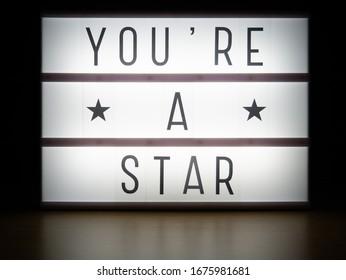 Caja de luz LED eres un mensaje de premios estrella en la oscuridad
